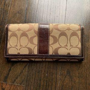 Authentic coach wallet (B)